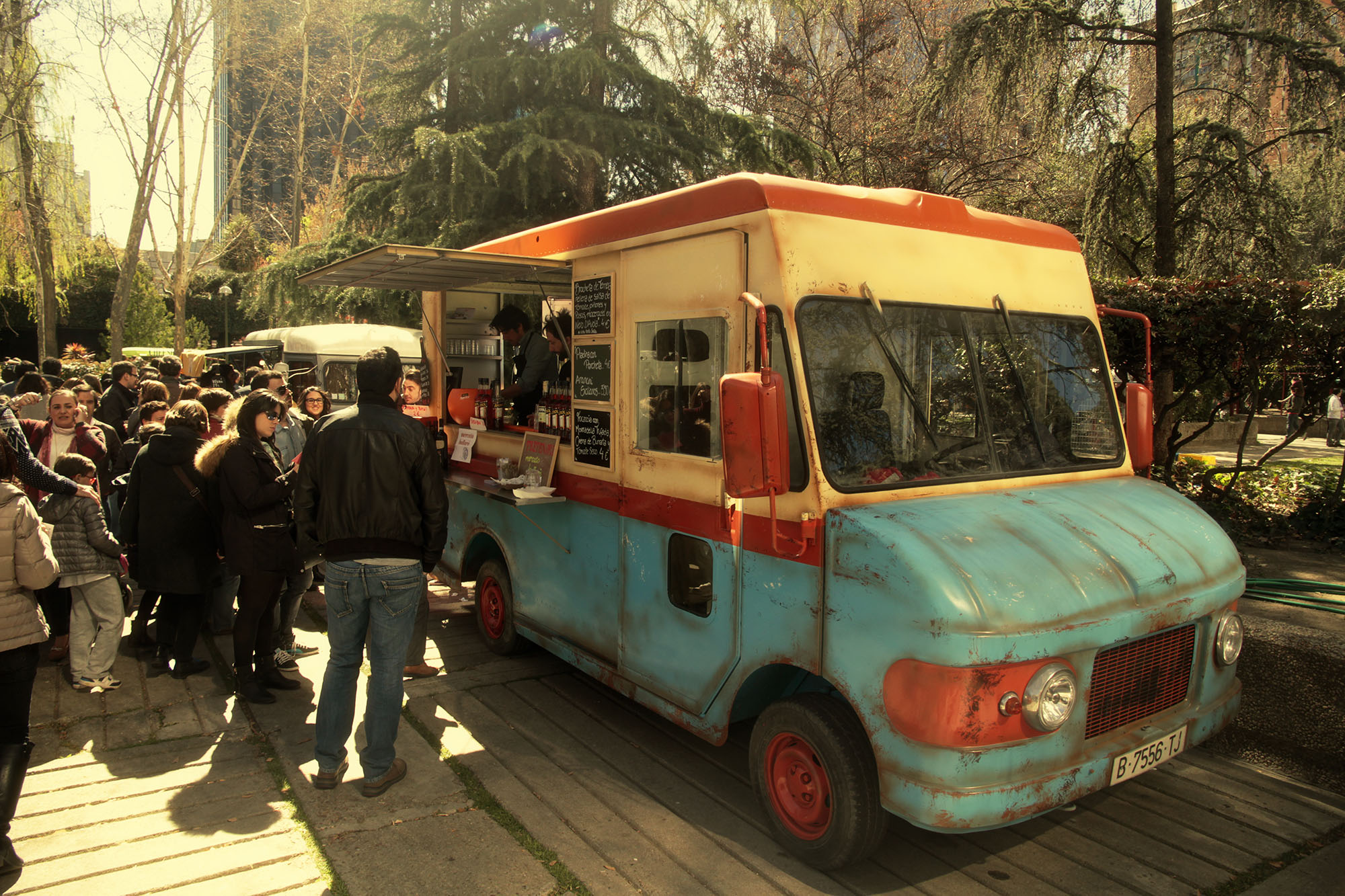 street-trucks-food-trucks-madreat-tretenori