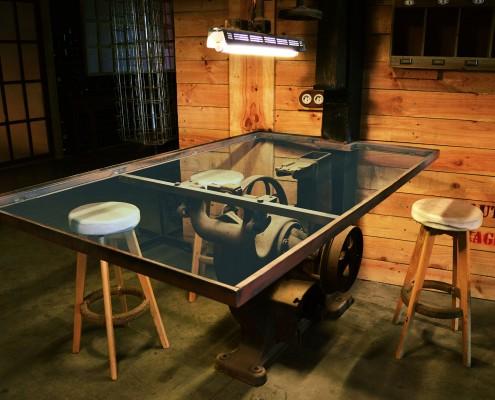 Mesa de cristal de estilo industrial